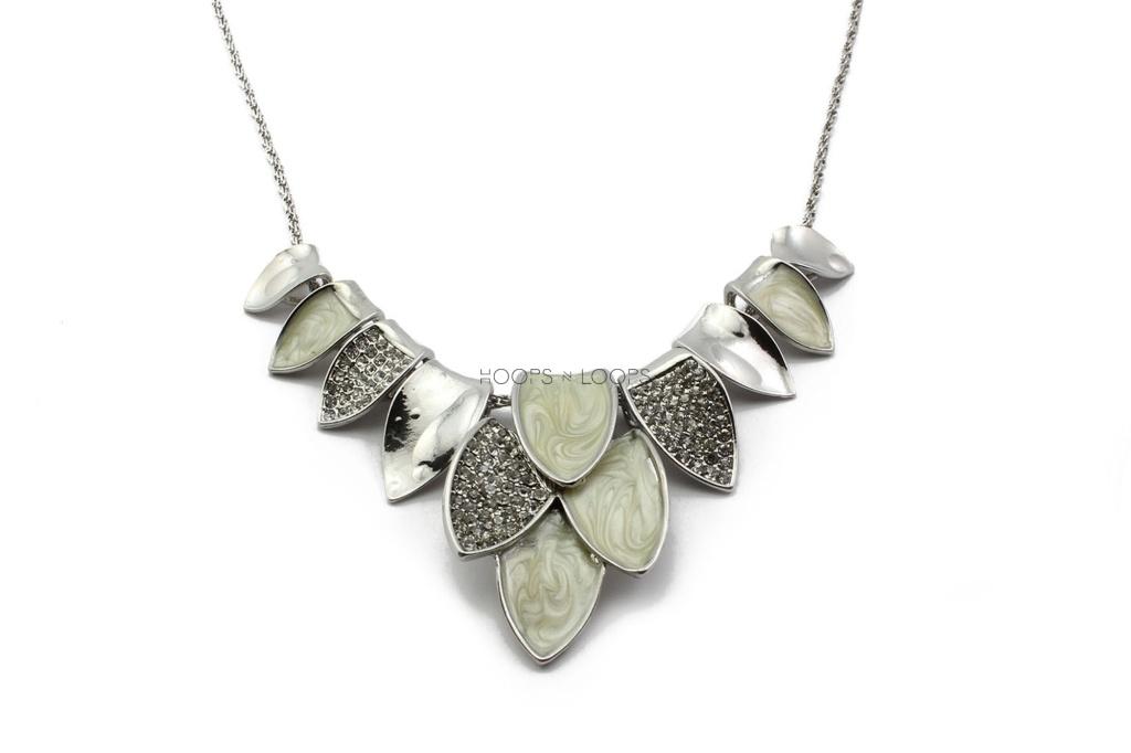 nn1000025-sparkle-petals-necklace