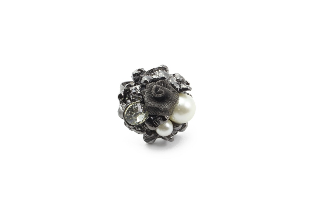 rr1000006-1-pearls-and-rose-ring